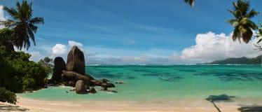 Tropisch strand. Panorama. stock foto's
