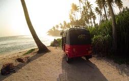 Tropisch strand in Sri Lanka stock foto's