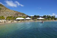 Tropisch strand in St Caraïbisch Kitts, Stock Afbeeldingen