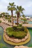 Tropisch toevluchthotel met palmen en zwembad, Sharm e Stock Afbeelding