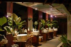 Tropisch toilet bij nacht Stock Foto's