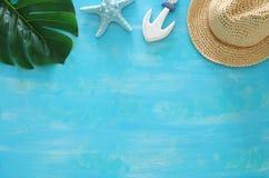 Tropisch vakantie en de zomerreisbeeld met overzeese levensstijlvoorwerpen Hoogste mening royalty-vrije stock afbeelding