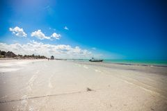Tropisch verlaten perfect strand op eiland Royalty-vrije Stock Fotografie