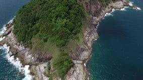 Tropisch zeegezicht, klein eiland, van een helikopter stock videobeelden