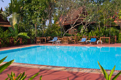 Tropisch zwembad in Thailand Royalty-vrije Stock Afbeelding
