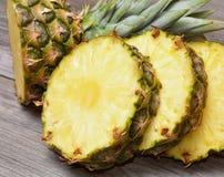 Tropische ananassen royalty-vrije stock afbeeldingen