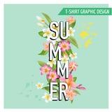 Tropische Bloemen en Bladerenachtergrond De zomerontwerp Stock Afbeeldingen