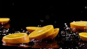 Tropische citurs Früchte schneiden das Fallen in Wasser lizenzfreie abbildung