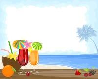 Tropische cocktails en oceaan Stock Foto's