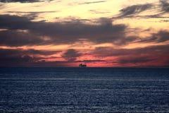 Tropische Cruise bij Zonsondergang Royalty-vrije Stock Foto's
