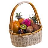 Tropische Früchte im Korb Lizenzfreies Stockbild