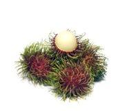 Tropische Frucht, Rambutan auf Weiß Stockfoto