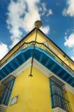 Tropische Gebäudefassade Stockbilder