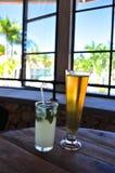 Tropische Getränke im Urlaub Stockbild