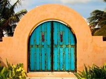 Tropische gewölbte Tür Lizenzfreies Stockfoto