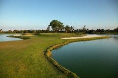 Tropische golfcursus bij zonsondergang, Dominicaanse Republiek, Punta Cana stock foto's