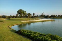Tropische golfcursus bij zonsondergang, Dominicaanse Republiek, Punta Cana royalty-vrije stock fotografie