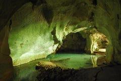 Tropische Höhle mit Meerwasser Lizenzfreies Stockfoto