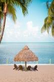 Tropische Hütte auf Strand Stockbild