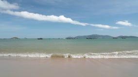 Tropische hoge de definitiefilm van strand oceaangolven stock videobeelden