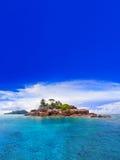 Tropische Insel bei Seychellen Stockbild