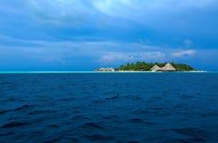 Tropische Insel des Atolls im Indischen Ozean, Maldives Stockfoto