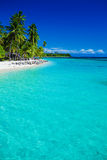 Tropische Insel in Fidschi mit sandigem Strand Lizenzfreie Stockfotos