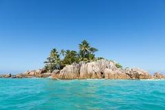 Tropische Insel. Ruhiges exotisches Strandurlaubsort Stockbild