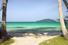 Tropische Insel-Strand-Landschaft Stockfotos