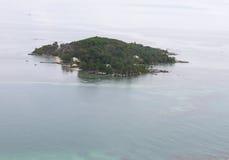 Tropische Insel von der Luft stockfotos
