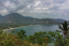 Tropische Küstenlinie in Lombok stockfotos