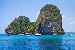 Tropische Kalksteininsel Stockbild