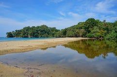 Tropische kust bij het strand van Punta Uva in Costa Rica Stock Foto's