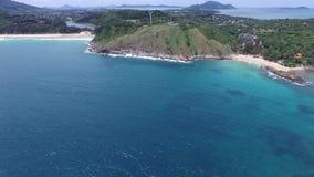 Tropische kust en klein eiland, van een radio-gecontroleerd vliegtuig stock videobeelden