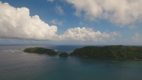 Tropische Lagune der Vogelperspektive, Meer, Strand Tropische Insel Catanduanes, Philippinen stock footage