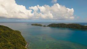 Tropische Lagune der Vogelperspektive, Meer, Strand Tropische Insel Catanduanes, Philippinen stock video