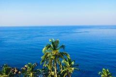 Tropische Landschaft der Paradiesansicht Küsten lizenzfreie stockfotografie