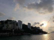 tropische Landschaft im traditionellen Bereich von Acapulco, Mexiko lizenzfreie stockfotos
