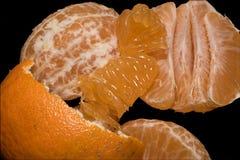 Tropische Mandarine auf schwarzem Hintergrund Lizenzfreie Stockfotos
