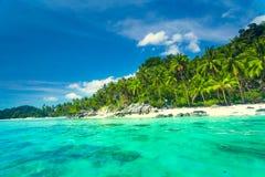 Tropische overzees en blauwe hemel in Koh Samui, Thailand Stock Foto