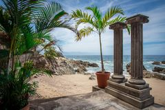 Tropische Rücksortierung Puerto Vallarta Bester Strand in Mexiko Der Ozean-Ansicht Lizenzfreie Stockfotos