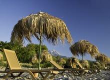 Tropische Sonnenschirme auf dem Strand Lizenzfreies Stockbild