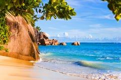 Tropische Strand Quelle D'Argent bei Seychellen stockfotos