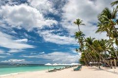 Tropische strandachtergrond van Alona Beach bij isla van Panglao Bohol Royalty-vrije Stock Afbeelding