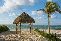 Tropische Strandhütte Lizenzfreies Stockfoto