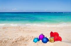 Tropische strandkerstmis en Nieuwjaarachtergrond Stock Foto