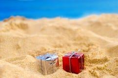 Tropische strandkerstmis en Nieuwjaarachtergrond Stock Foto's