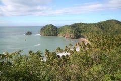 Tropische strandmening van hierboven Stock Foto's