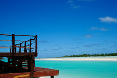 Tropische strandmening van toevluchtdek. Stock Afbeeldingen