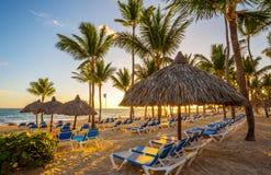 Tropische Strandtoevlucht bij Zonsopgang in Punta Cana, Dominicaanse Republiek royalty-vrije stock foto